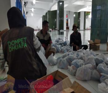 Tim Medis DMC DD Sisir Para Korban Siklon Seroja Dari Rumah Ke Rumah
