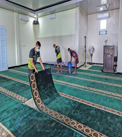 Prajurit 'TIDUR DALAM' YONMARHANLAN XIII Tarakan isi Weekend dengan Membersihkan Masjid