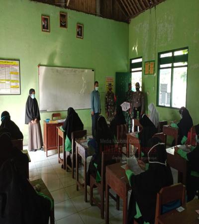 Babinsa Sosialisasikan Prokes Kepada Siswa Sekolah