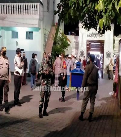 Operasi Jam Malam dan Penertiban Masker di Wisata Religi Ampel
