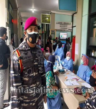DANPUSLATPURMAR 3 GRATI TNI AL : Pimpin Pelaksanaan Serbuan Vaksinasi