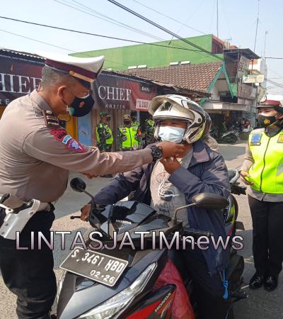 Operasi Yustisi dan Pembagian Masker di Wilayah Mojokerto