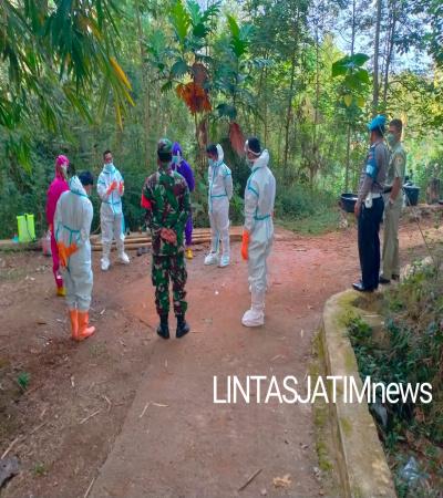 Dampingi Pemakaman Jenazah Covid-19, Babinsa Himbau Warga Terapkan Protkes